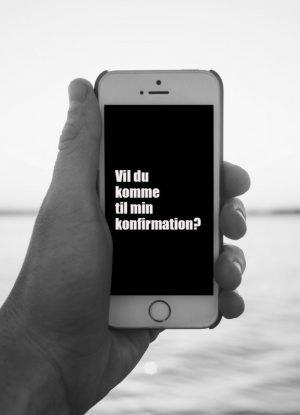 Invitation sort hvid mobil konfirmation
